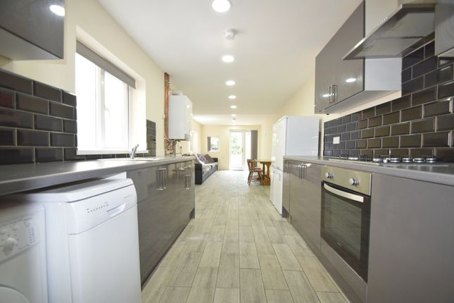 Thumbnail Shared accommodation to rent in Bedford, Cardiff