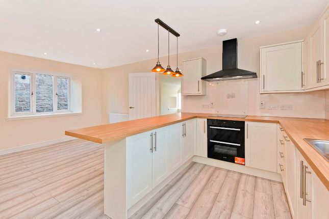 4 bed semi-detached house to rent in Colliston, Arbroath, Angus DD11
