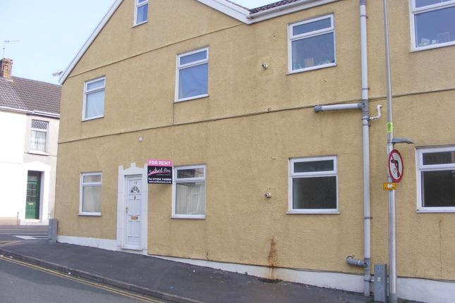 2 bed flat to rent in Gilbert Road, Llanelli SA15