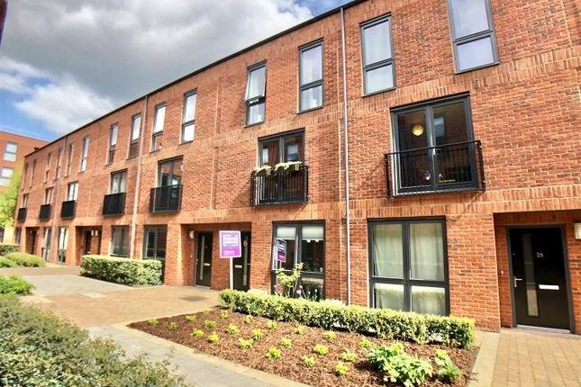 3 bed property for sale in Friars Orchard, Gloucester GL1