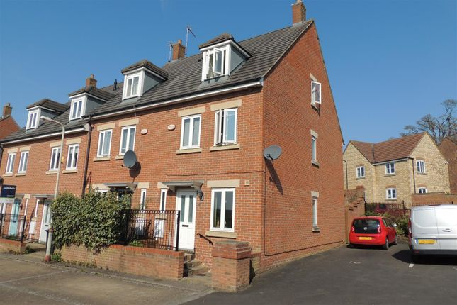 3 bed property for sale in Packwood Close, Daventry NN11