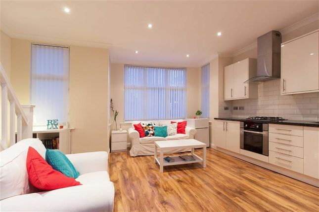 Thumbnail Flat to rent in Chatsworth Gardens, London