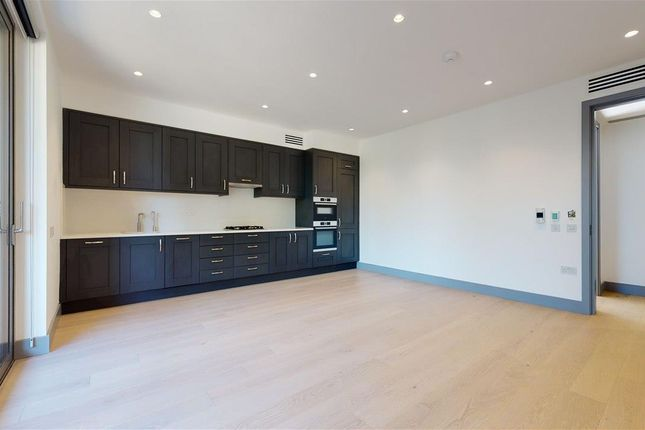 Thumbnail Flat to rent in Carlton Road, London