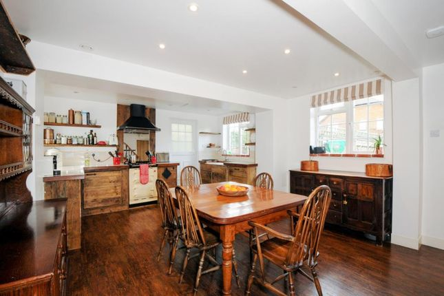 Thumbnail Semi-detached house for sale in Peasemore, Berkshire