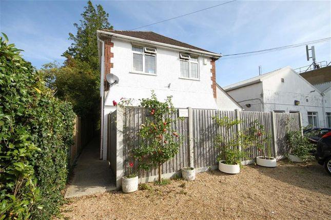2 bed flat to rent in Wimborne Road East, Ferndown, Dorset
