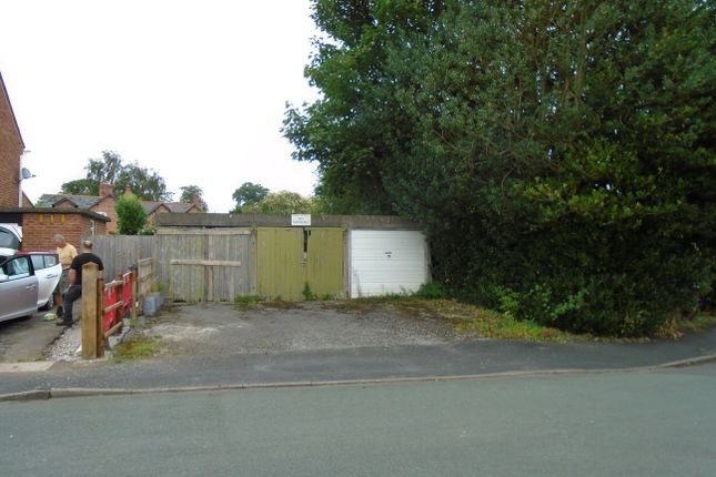 Parking/garage for sale in Hawthorn Road, Chester