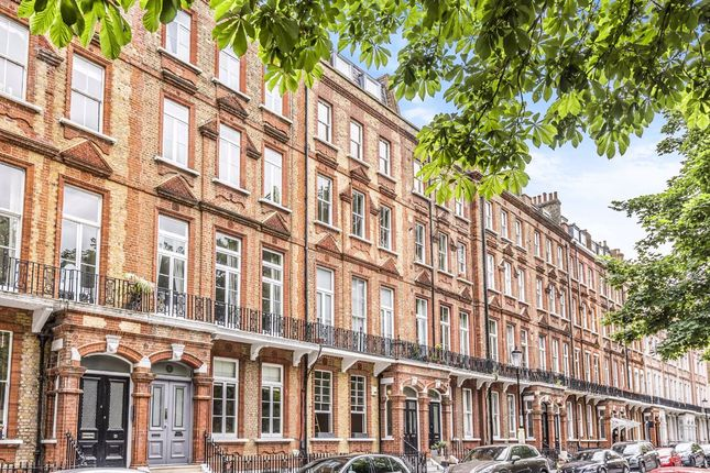 Thumbnail Flat to rent in Nevern Square, London