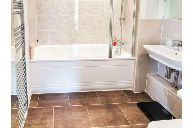 Bathroom of Centenary Plaza, Woolston, Southampton SO19