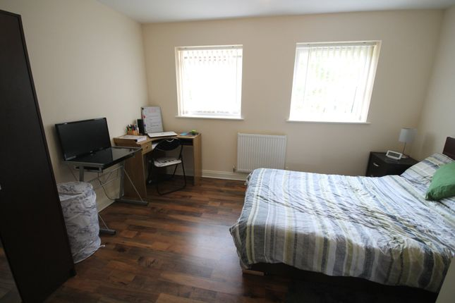 Thumbnail Town house to rent in Blue Fox Close, West End, Leicester