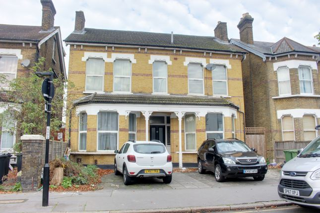 Thumbnail Flat to rent in Oakfield Road, Croydon