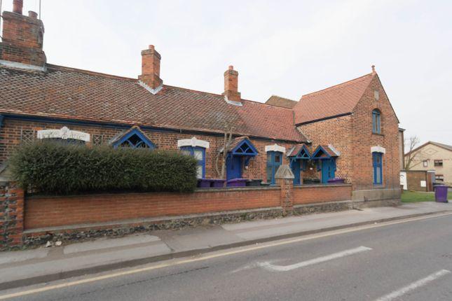 Studio to rent in Queens Road, Royston, Hertfordshire