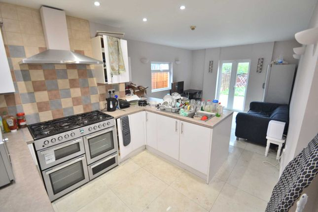 Thumbnail Terraced house to rent in London Road, Earley, Reading