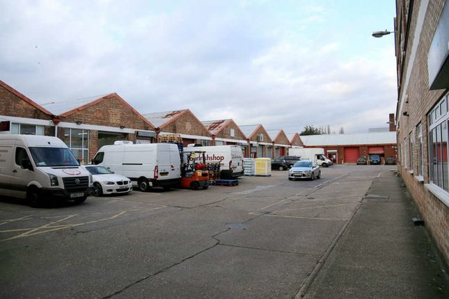 Thumbnail Warehouse to let in Quad Road, East Lane Business Park