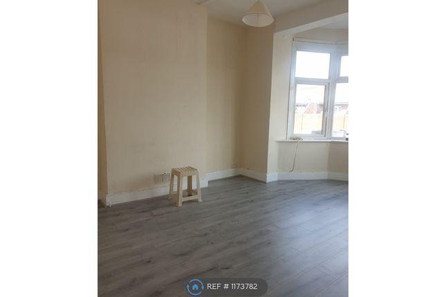 2 bed flat to rent in Gantshill, Gantshill IG4