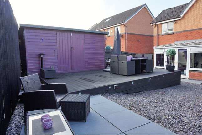Decking of Duns Crescent, Dundee DD4