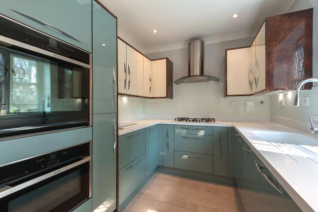 Thumbnail Property to rent in Cottesloe Mews, London