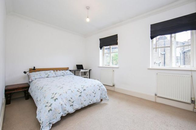 Master Bedroom of Carlyle Mews, London E1