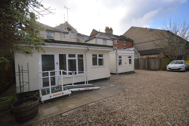 Thumbnail Bungalow to rent in Ashcroft Road, Cirencester