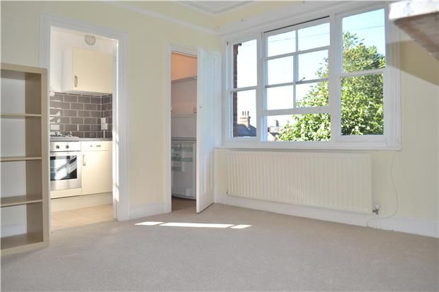 Thumbnail Flat to rent in Salisbury Road, Barnet, Hertfordshire