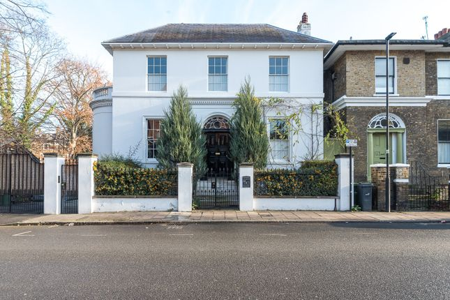 Thumbnail Town house to rent in St. Matthew's Road, London
