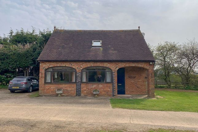 Thumbnail Cottage to rent in Staverton Road, Daventry