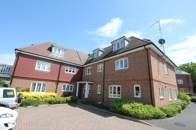 Thumbnail Flat to rent in Hedgerley Lane, Gerrards Cross