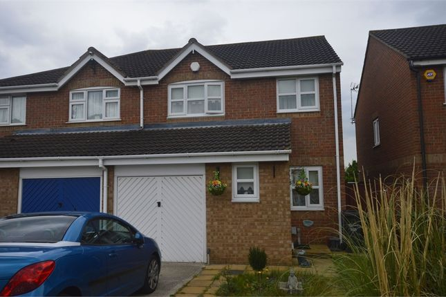 3 bed semi-detached house to rent in Clemence Road, Dagenham, Essex