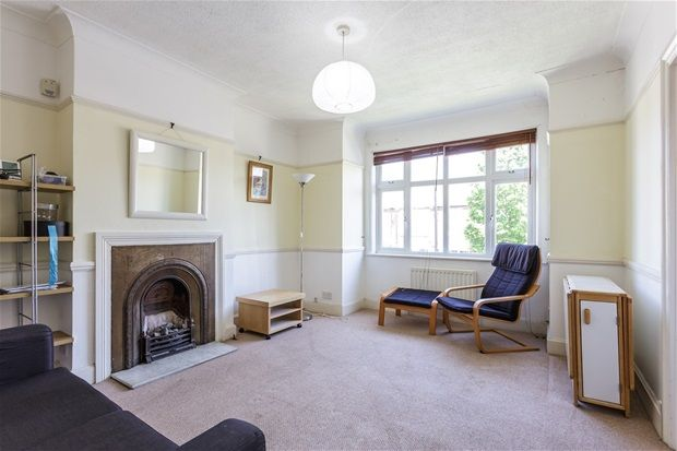 2 bed flat to rent in Chandos Avenue, London