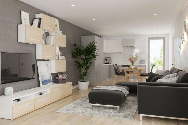 Flat for sale in Kempton Road, London