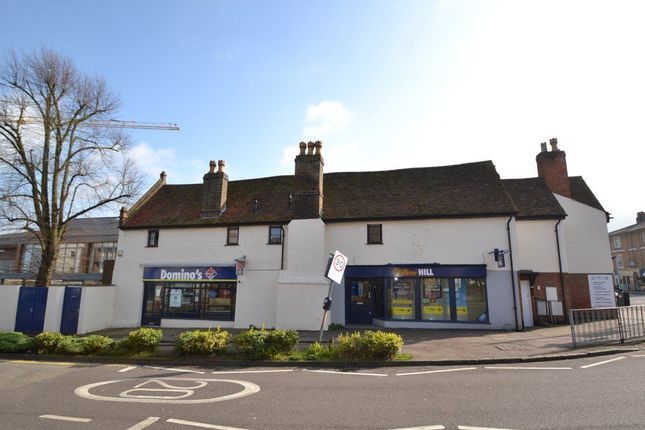 2 bed flat to rent in High Street, Hoddesdon