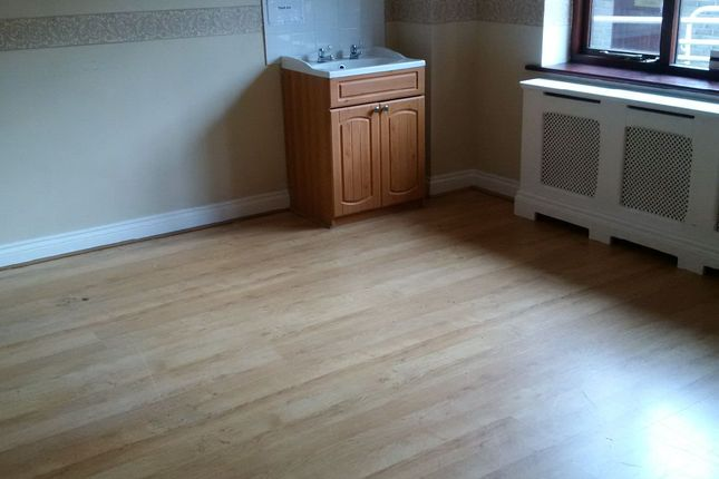 Thumbnail Shared accommodation to rent in Shapland Close, Salisbury