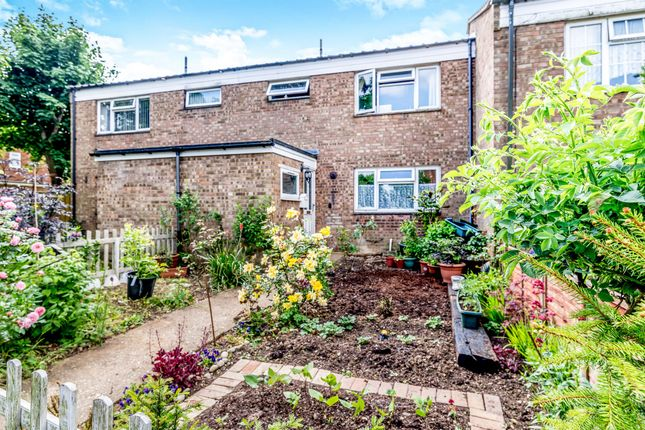 Thumbnail Terraced house for sale in Southern Way, Letchworth Garden City