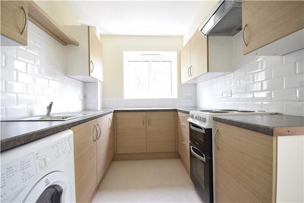 Flat to rent in Somers Close, Reigate, Surrey