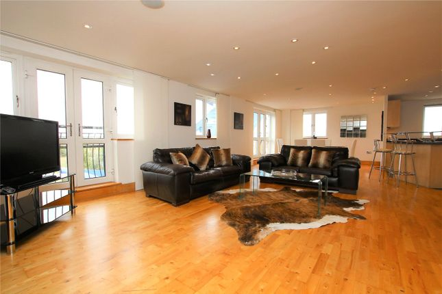 Thumbnail Flat to rent in Luscinia View, Napier Road, Reading, Berkshire