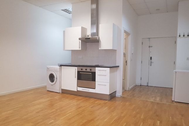 Thumbnail Flat to rent in Shacklewell Lane, London