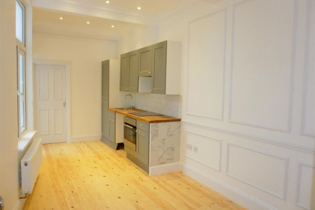 Thumbnail Flat to rent in Woodside Road, Wood Green