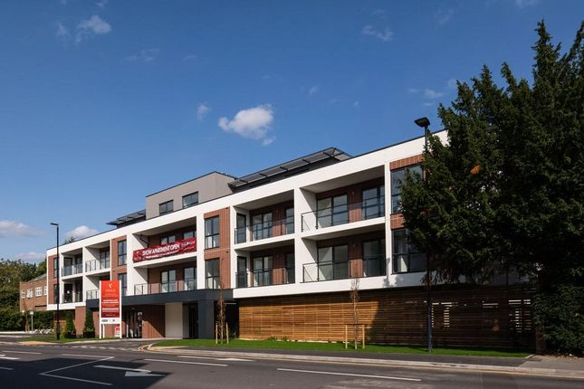 Picture No. 14 of Oldfield Road, Maidenhead, Berkshire SL6