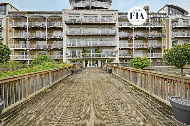 Thumbnail Flat to rent in Regatta Point, Kew Bridge Road, Brentford