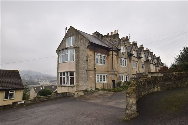 2 bed flat for sale in Wells Road, Bath, Somerset