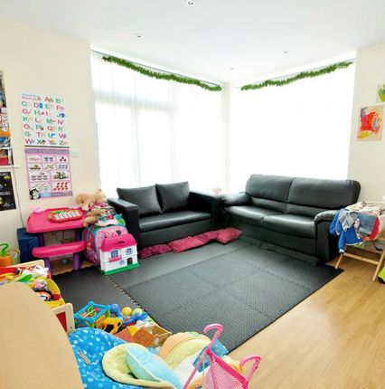 Specious One Bedroom Flat Available From 29th Sep 2020  In Stratford East London