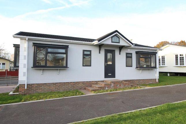 Thumbnail Mobile/park home for sale in Sandy Lane, Farnborough