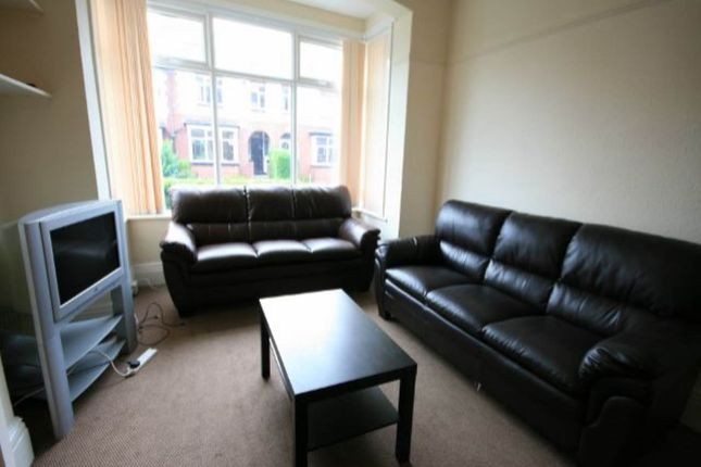 Thumbnail Room to rent in Estcourt Avenue, Headingley, Leeds