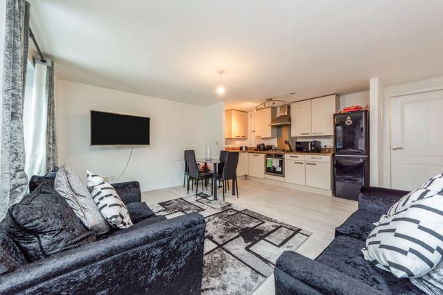 2 bed flat for sale in Croydon Road, Caterham CR3