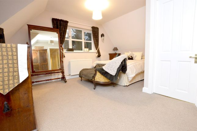 Picture No. 32 of September Cottage Selsley Road, North Woodchester, Stroud, Gloucestershire GL5