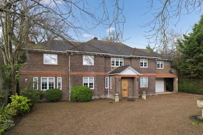 Thumbnail Detached house to rent in Oakfield Glade, Weybridge