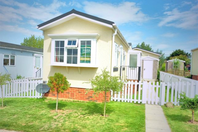 2 Bed Mobile Park Home For Sale In Applegarth Seasalter Lane Whitstable