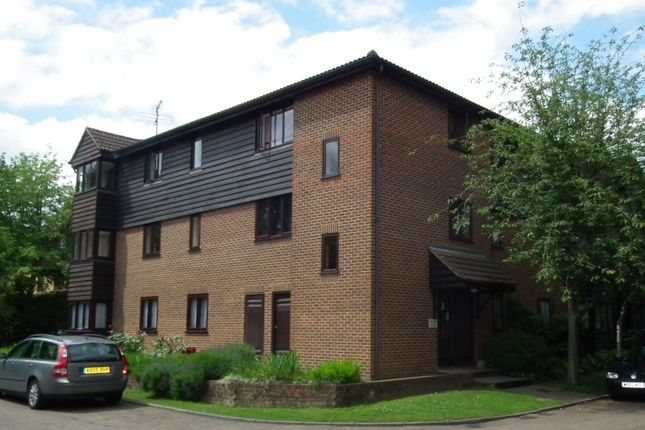 Thumbnail Flat to rent in Collingwood Place, Walton On Thames, Surrey