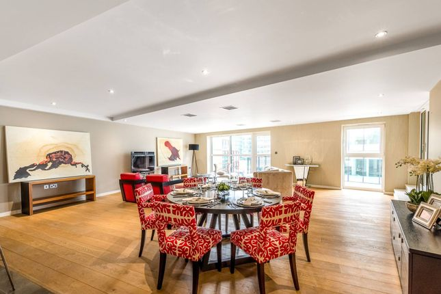 2 bed flat for sale in Palace Place, St James's