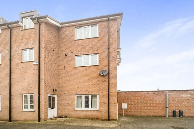 Thumbnail Property for sale in Marine Walk, Burton Waters, Lincoln