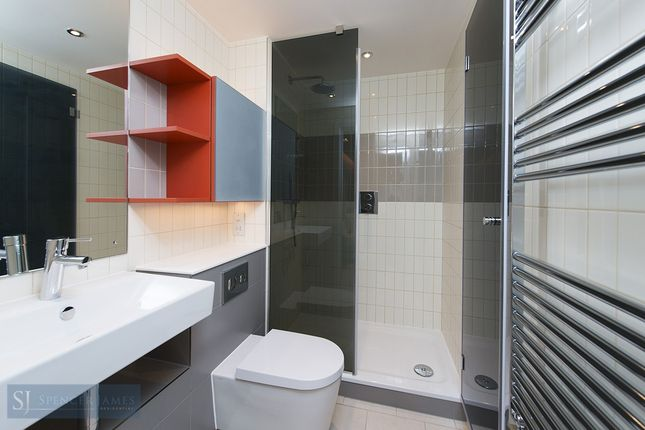 Shower Room of Hoola, Royal Victoria E16